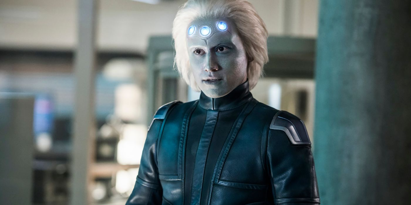 Supergirl: Brainy Transforms Into His Comic Book Counterpart