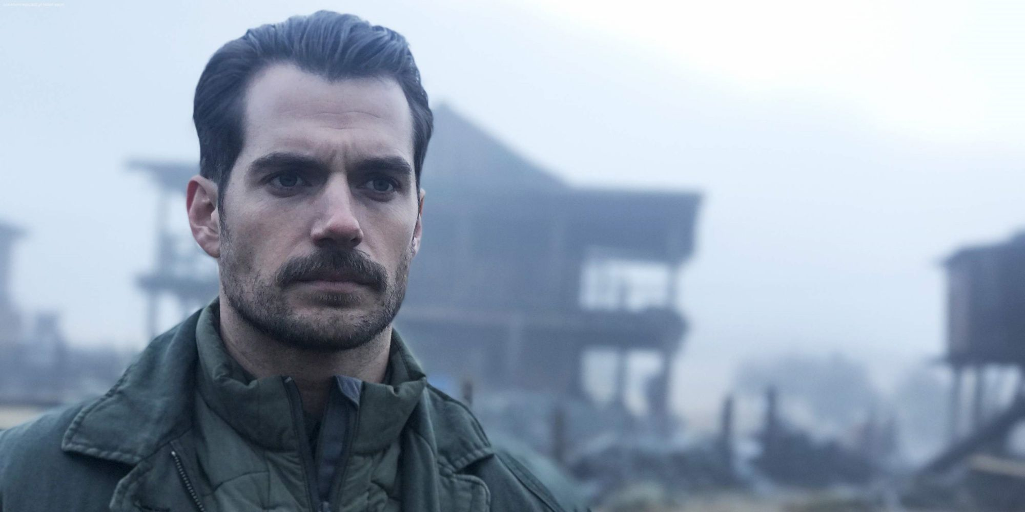 Henry Cavill is Too Famous to Play 007, Says James Bond Expert
