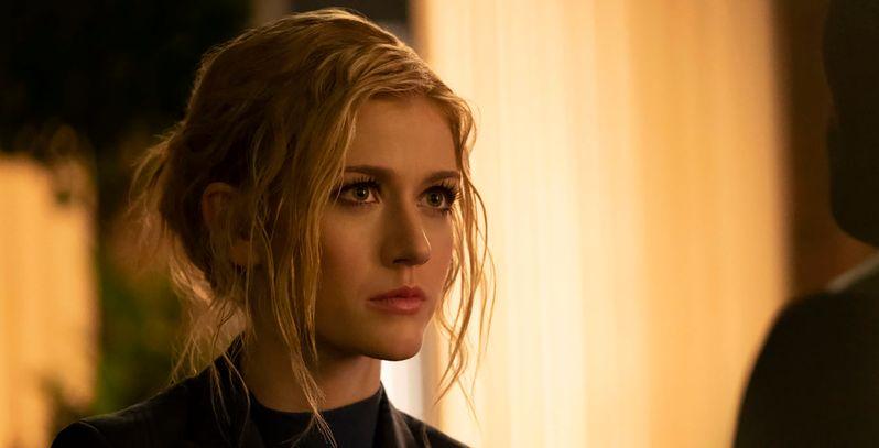 Arrow aposta em triângulo amoroso da nova geração na temporada final