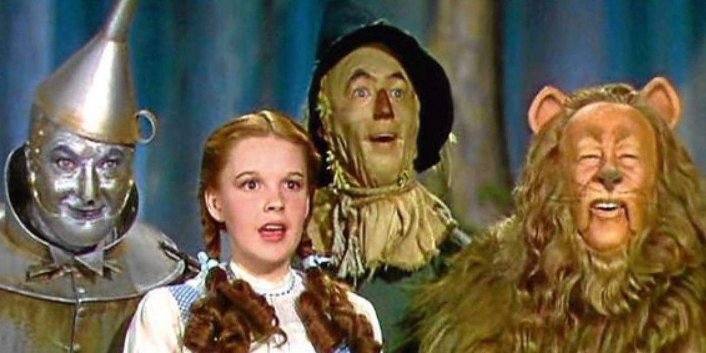 The Wizard Of Oz Yes The Scarecrow Carries A Gun But Why