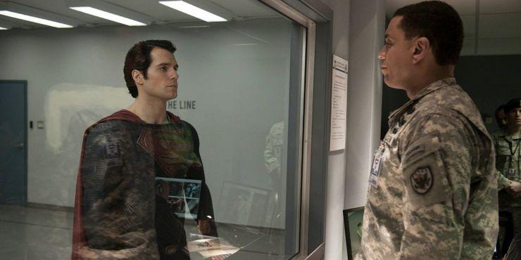 Henry Cavill Harry Lennix Man Steel - 10 formas en que Zack Snyder cambió a Superman