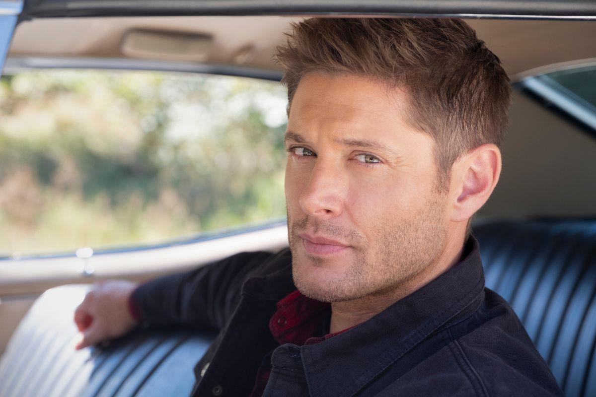 """Supernatural - """"Carry On"""" - Número da imagem: SN1520D_BTS_0461r.jpg - Na foto (LR): Nos bastidores com Jensen Ackles - Foto: Robert Falconer / The CW - © 2020 The CW Network, LLC. Todos os direitos reservados."""